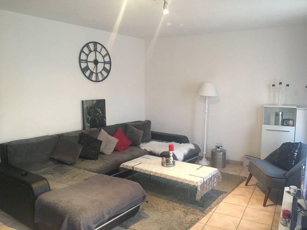 Appartement à louer 3 68.83m2 à Générac vignette-1