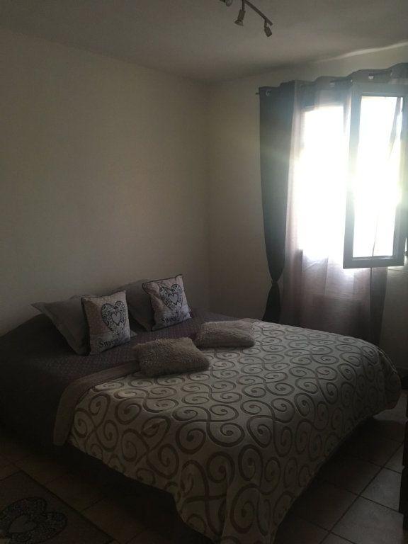 Appartement à louer 3 68.83m2 à Générac vignette-5