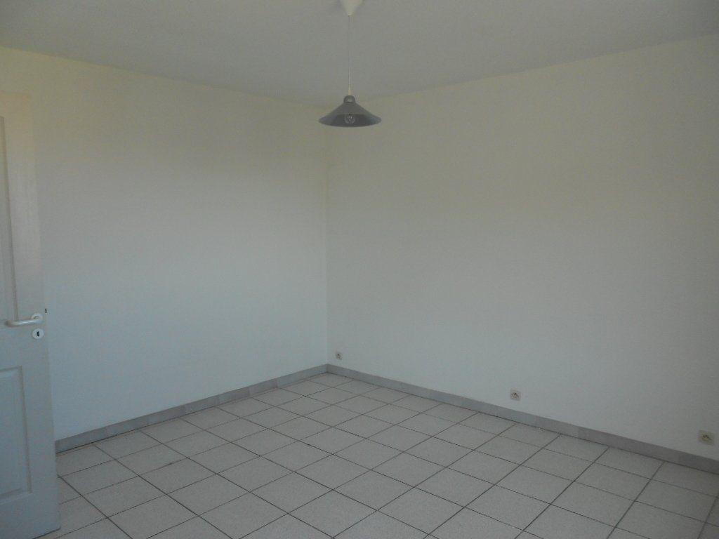 Appartement à louer 1 24m2 à Nîmes vignette-5