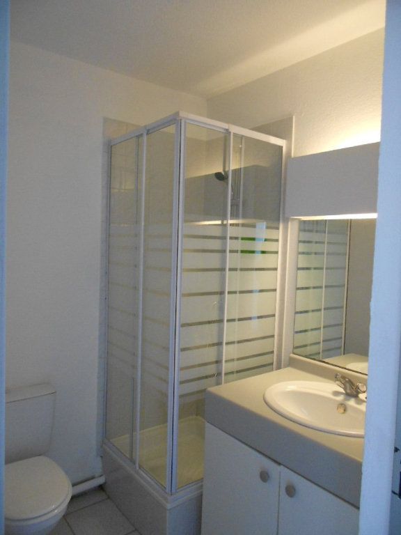 Appartement à louer 1 24m2 à Nîmes vignette-6