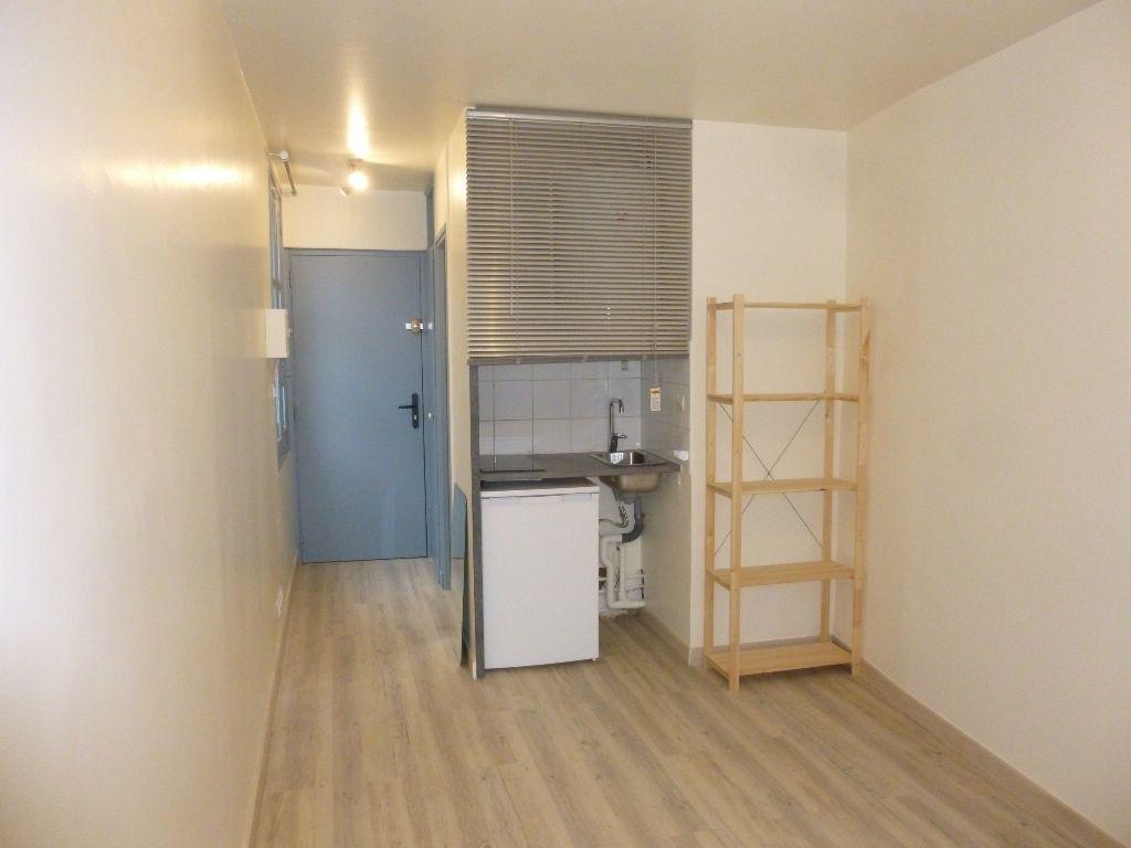 Appartement à louer 1 15m2 à Nîmes vignette-1