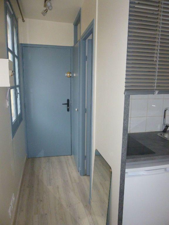 Appartement à louer 1 15m2 à Nîmes vignette-3