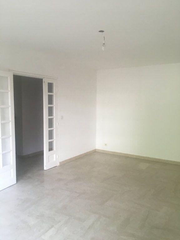 Appartement à louer 3 68m2 à Nîmes vignette-2