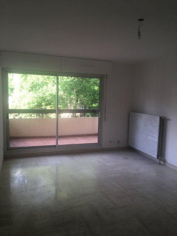 Appartement à louer 3 68m2 à Nîmes vignette-4
