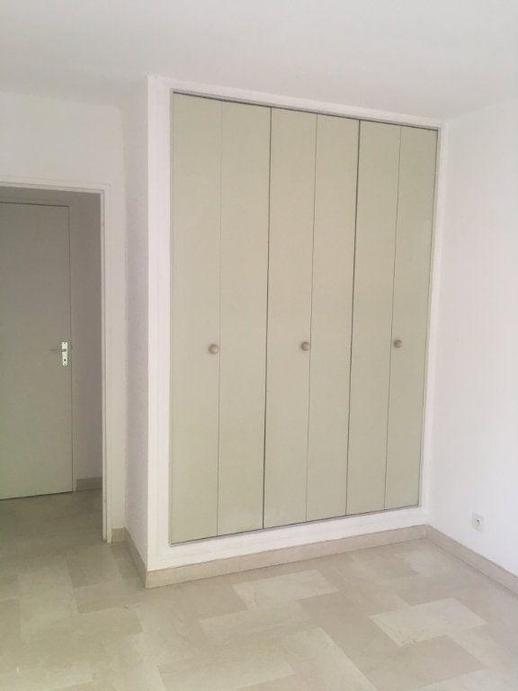 Appartement à louer 3 68m2 à Nîmes vignette-8