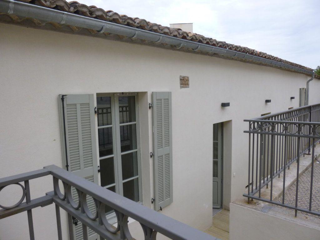 Appartement à louer 2 42.9m2 à Nîmes vignette-1