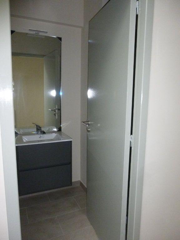Appartement à louer 2 42.9m2 à Nîmes vignette-8