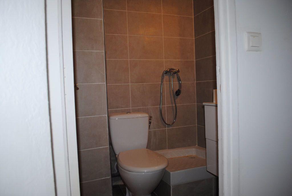 Appartement à louer 1 21.13m2 à Nîmes vignette-7