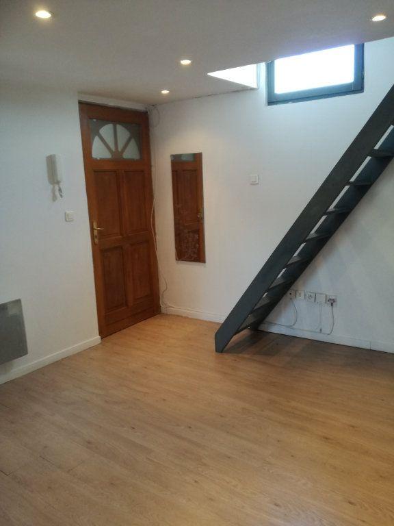 Appartement à louer 1 21.87m2 à Nîmes vignette-2