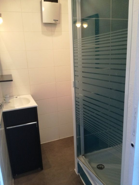 Appartement à louer 1 21.87m2 à Nîmes vignette-3