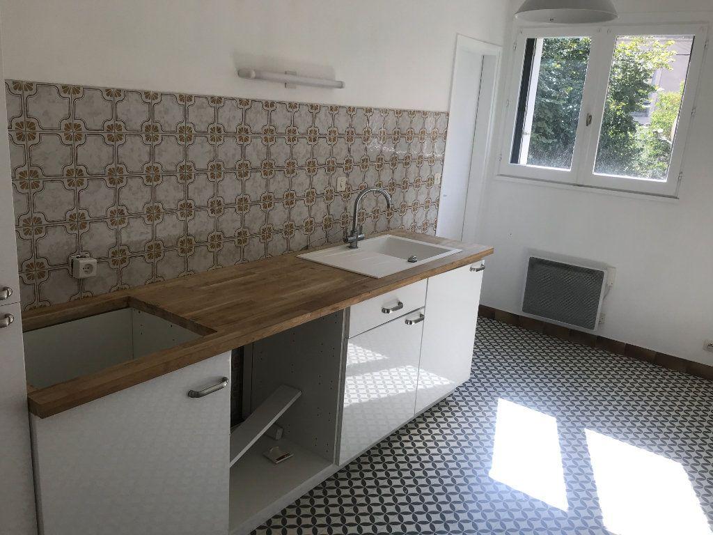 Appartement à louer 3 72m2 à Nîmes vignette-2