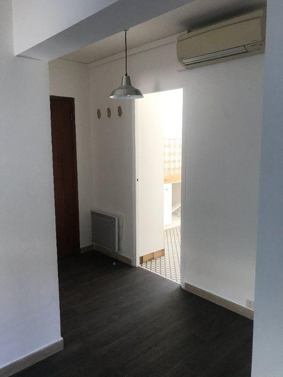 Appartement à louer 3 72m2 à Nîmes vignette-5