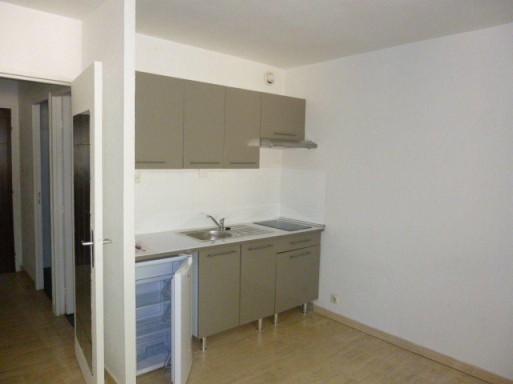 Appartement à louer 1 30.1m2 à Nîmes vignette-1