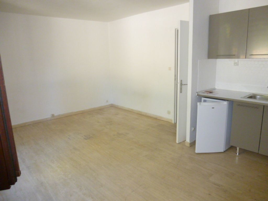 Appartement à louer 1 30.1m2 à Nîmes vignette-2