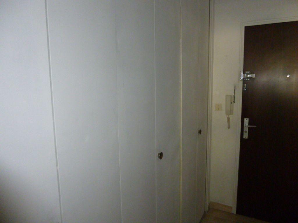 Appartement à louer 1 30.1m2 à Nîmes vignette-3