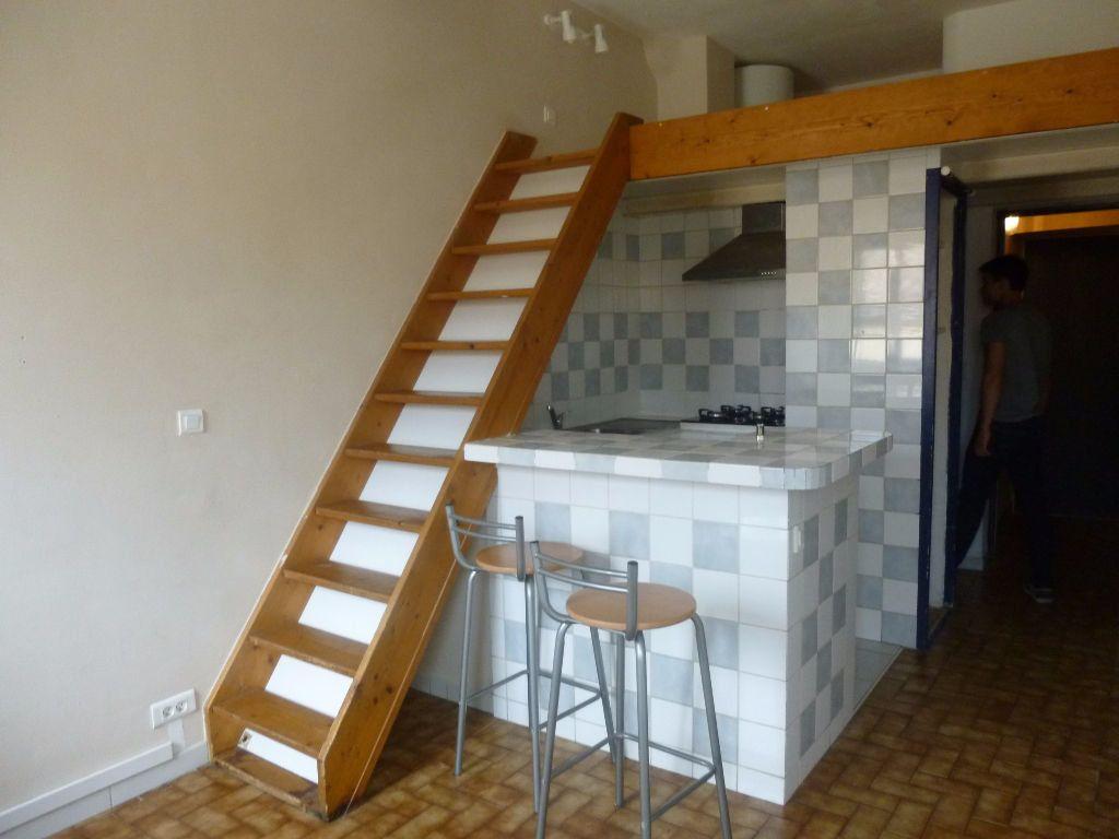 Appartement à louer 2 17.32m2 à Nîmes vignette-1