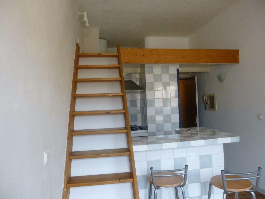 Appartement à louer 2 17.32m2 à Nîmes vignette-2