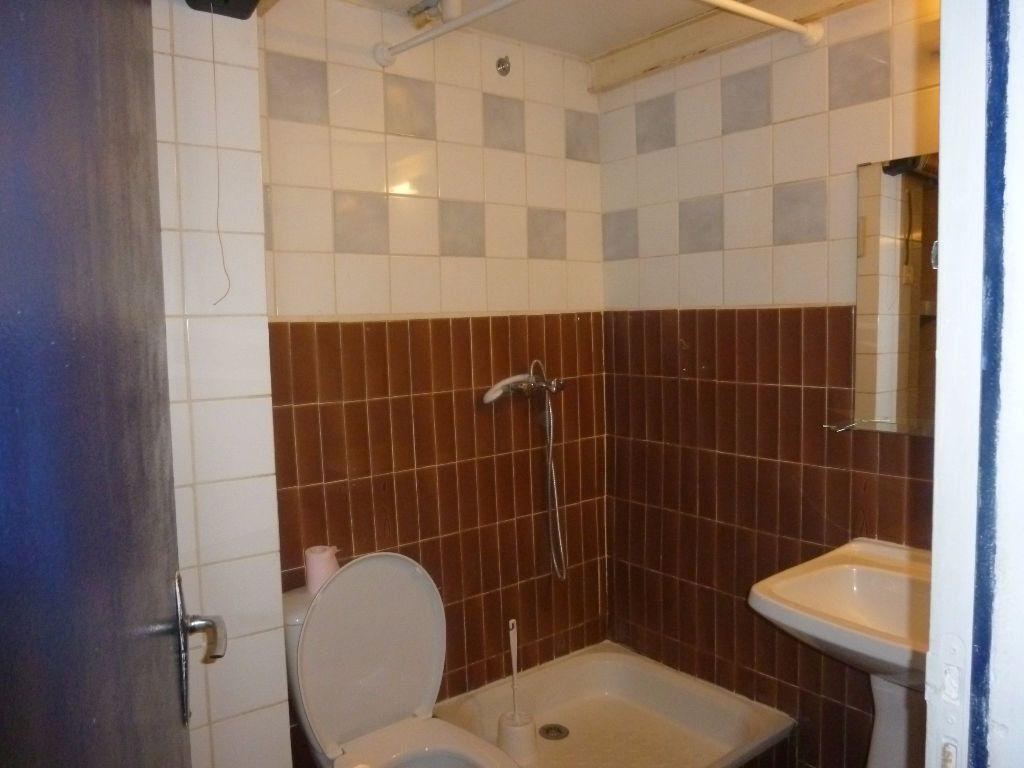 Appartement à louer 2 17.32m2 à Nîmes vignette-6