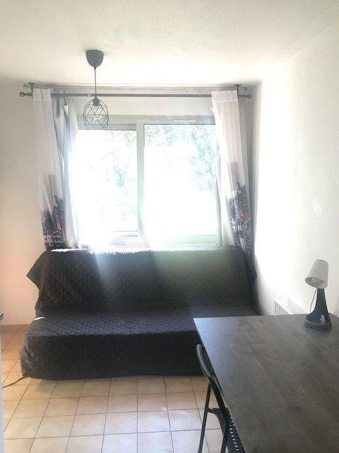 Appartement à louer 1 13m2 à Nîmes vignette-4
