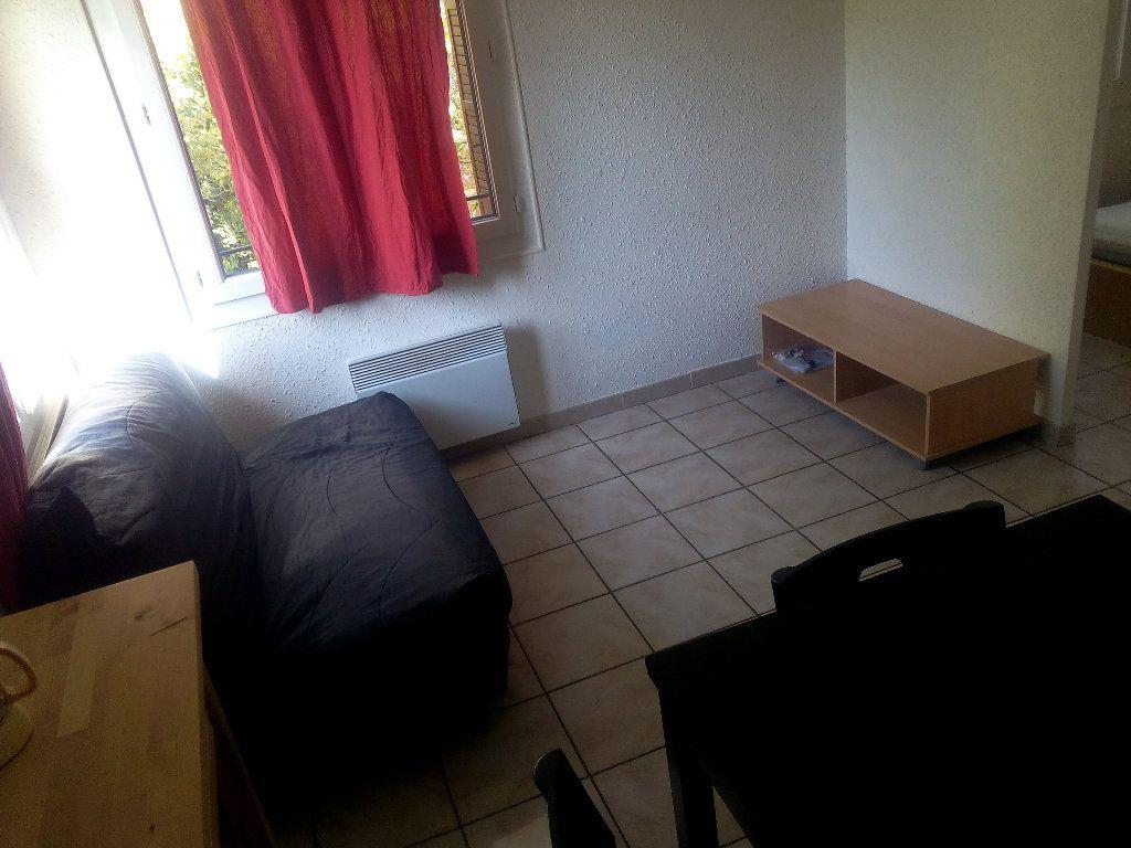 Appartement à louer 2 34.02m2 à Nîmes vignette-1