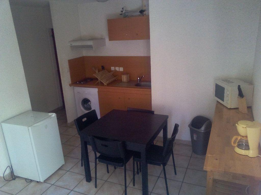 Appartement à louer 2 34.02m2 à Nîmes vignette-2