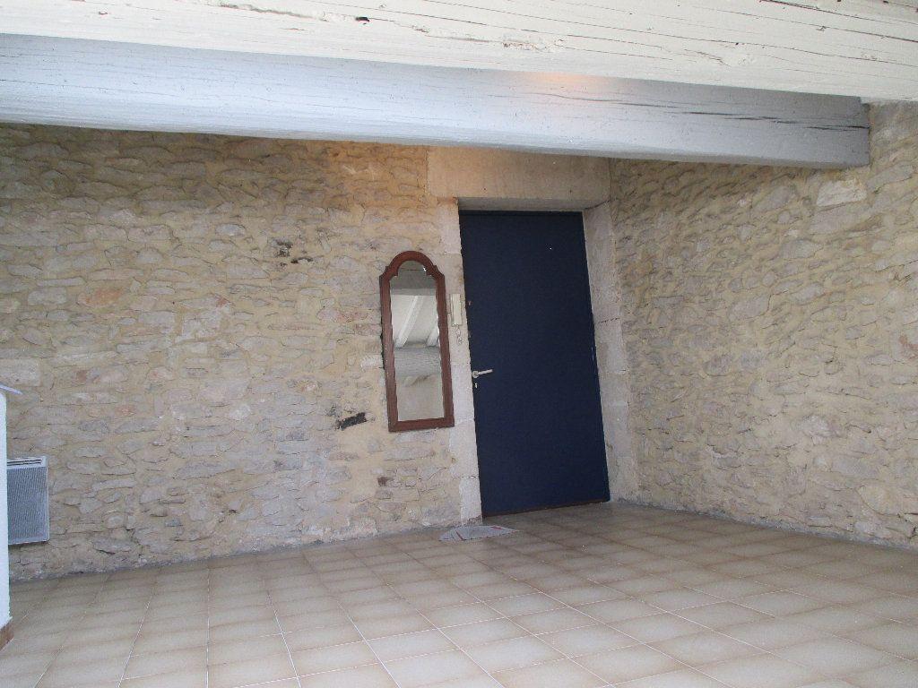 Appartement à louer 1 20m2 à Nîmes vignette-3