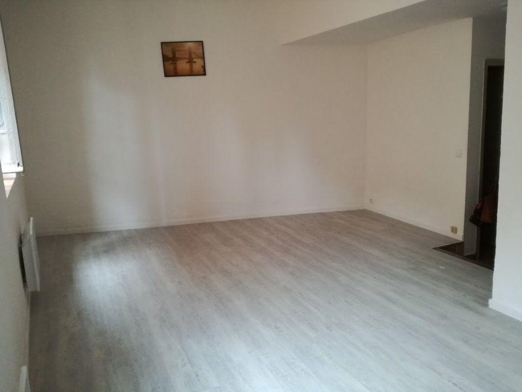Appartement à louer 1 25.8m2 à Nîmes vignette-4