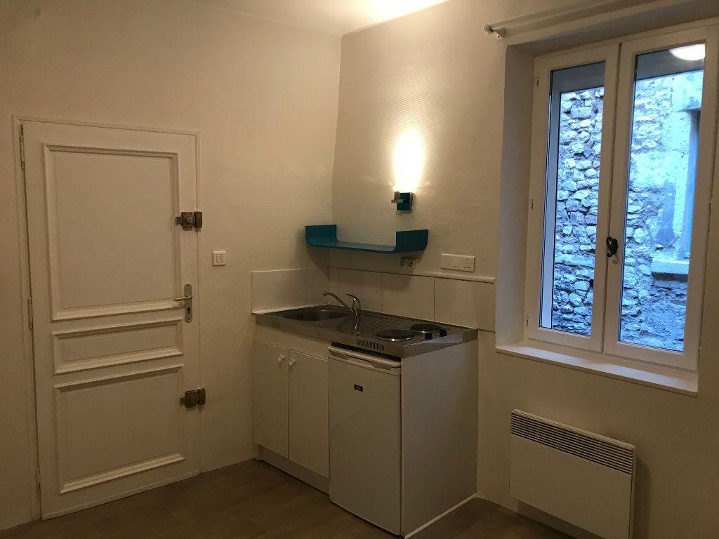 Appartement à louer 1 12m2 à Nîmes vignette-1