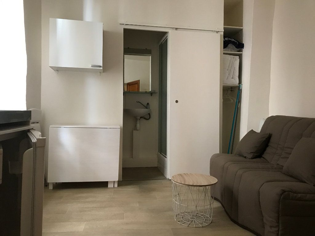 Appartement à louer 1 12m2 à Nîmes vignette-2