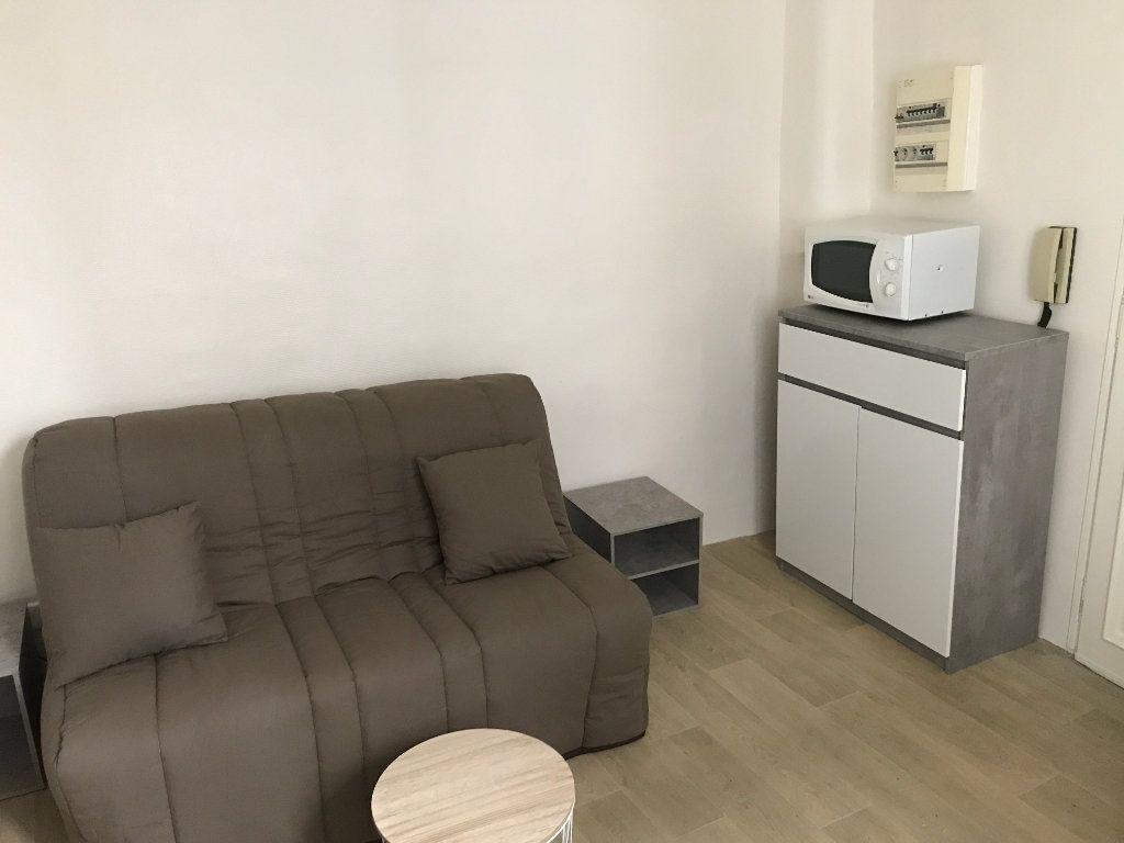 Appartement à louer 1 12m2 à Nîmes vignette-3