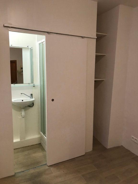 Appartement à louer 1 12m2 à Nîmes vignette-4