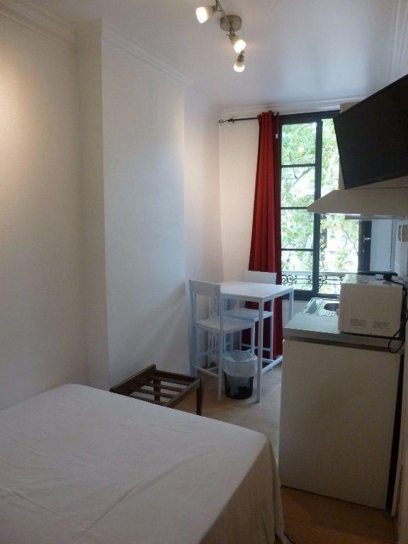 Appartement à louer 1 13.78m2 à Nîmes vignette-3
