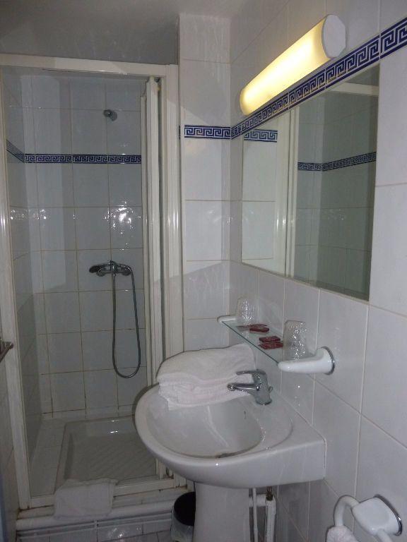Appartement à louer 1 13.78m2 à Nîmes vignette-4