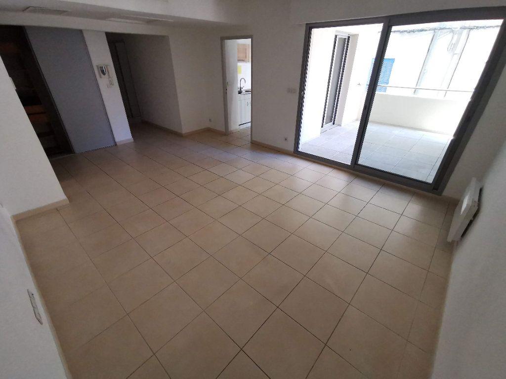 Appartement à vendre 3 63.2m2 à Nîmes vignette-2