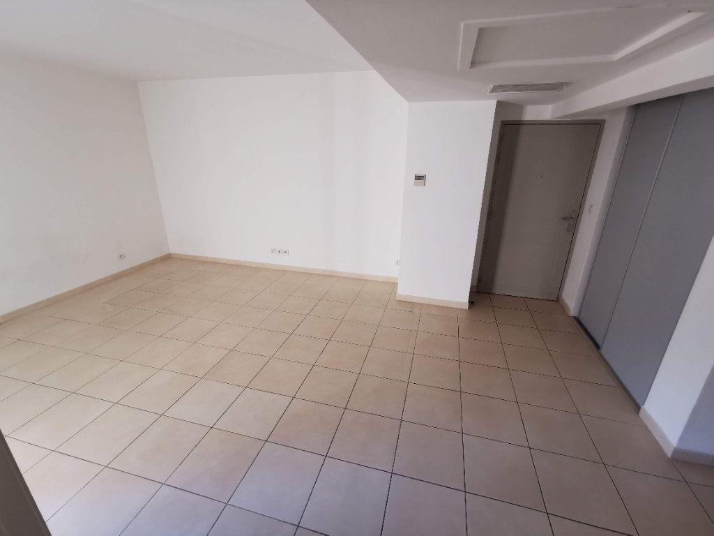 Appartement à vendre 3 63.2m2 à Nîmes vignette-5