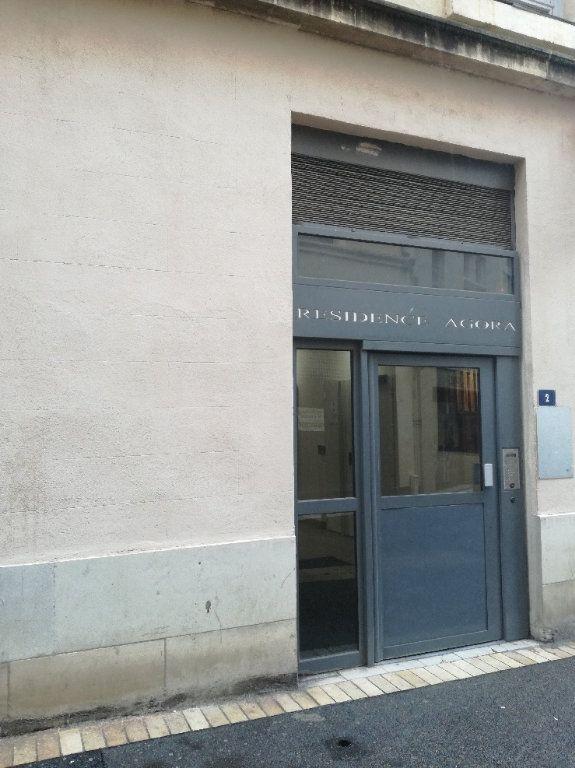 Appartement à louer 1 22m2 à Nîmes vignette-5