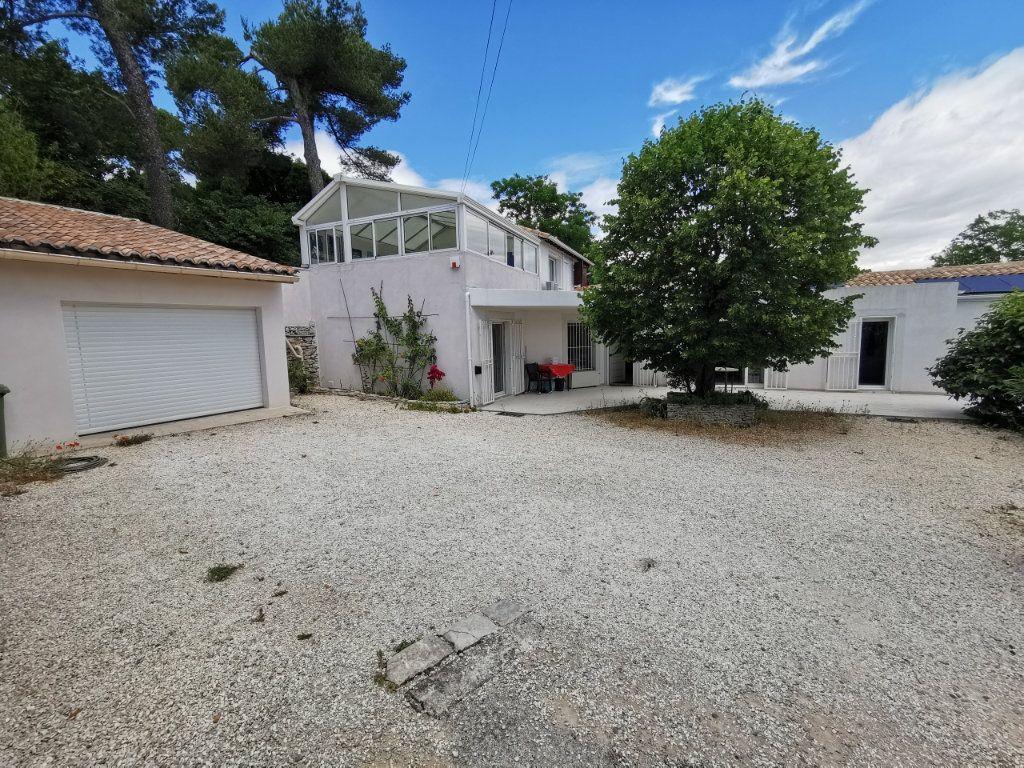 Maison à vendre 7 212m2 à Nîmes vignette-1