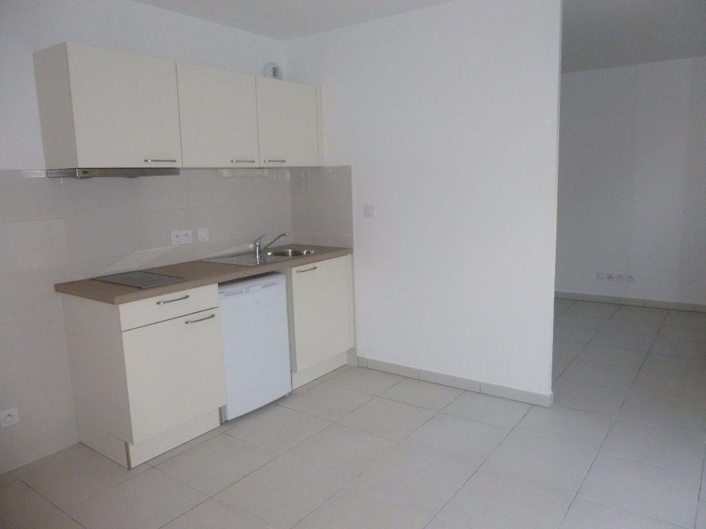 Appartement à louer 1 37.91m2 à Nîmes vignette-1