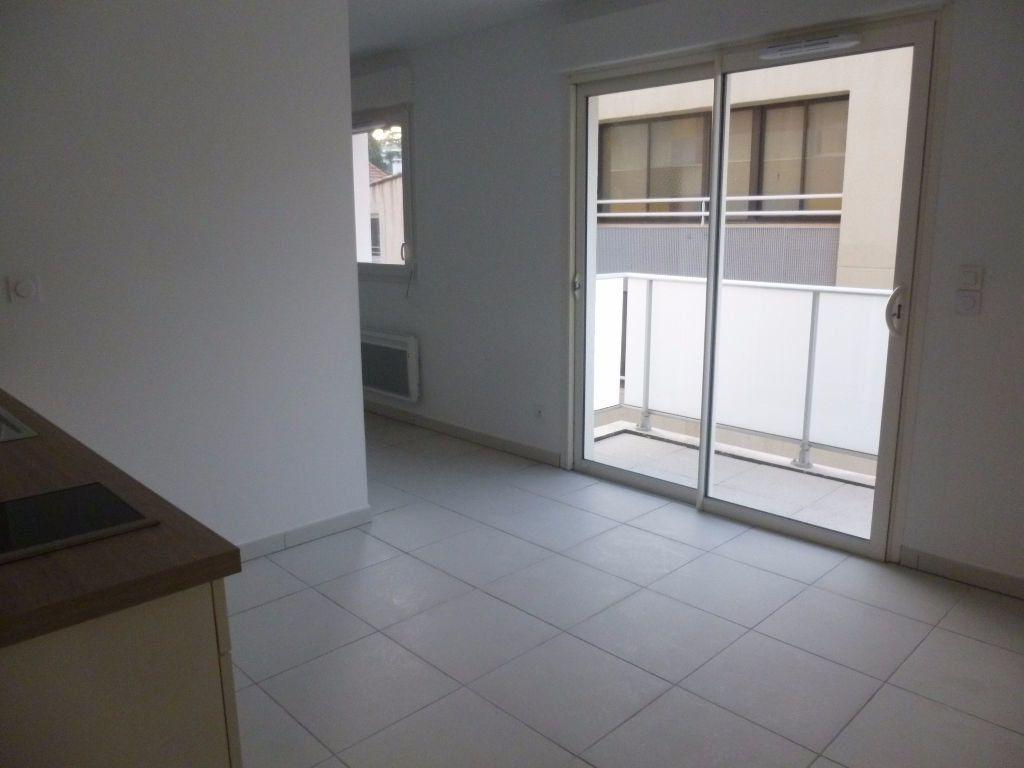 Appartement à louer 1 37.91m2 à Nîmes vignette-3