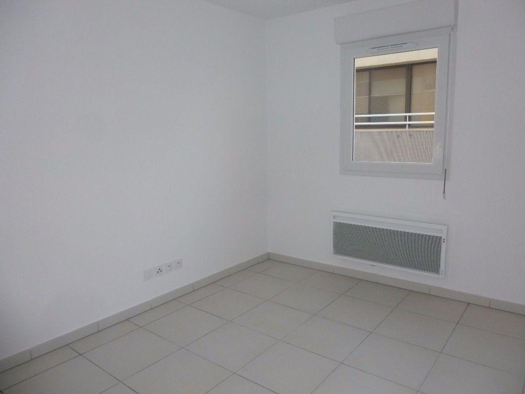 Appartement à louer 1 37.91m2 à Nîmes vignette-5