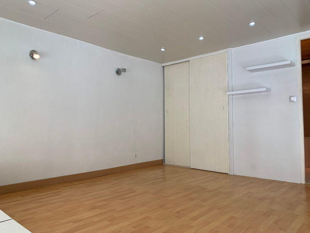 Appartement à louer 1 31.82m2 à Nîmes vignette-2