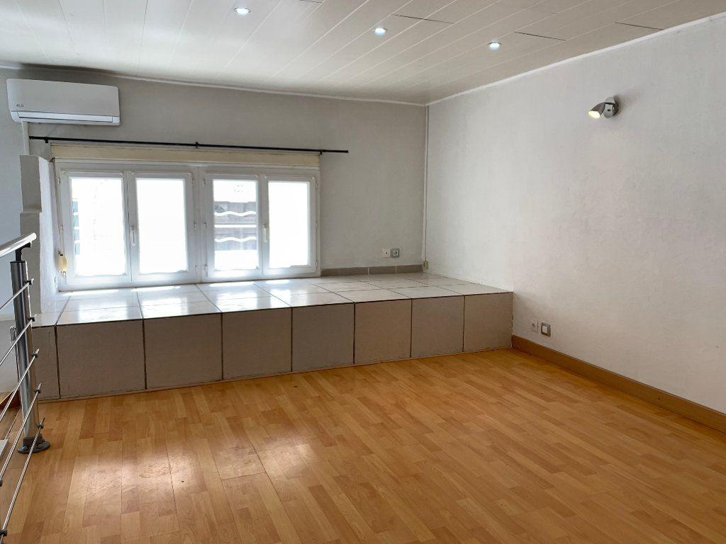 Appartement à louer 1 31.82m2 à Nîmes vignette-4