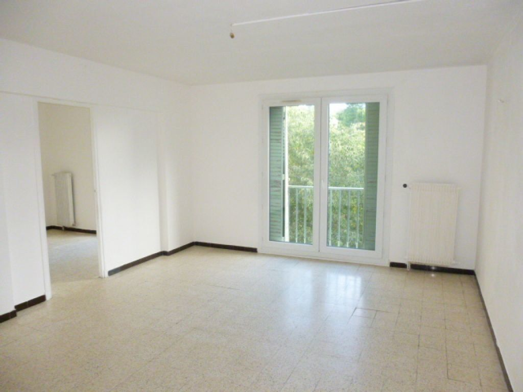 Appartement à louer 3 63m2 à Nîmes vignette-2