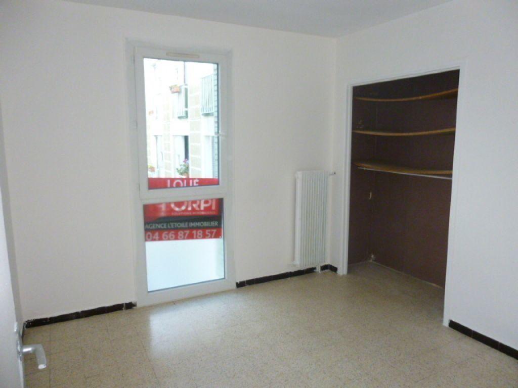 Appartement à louer 3 63m2 à Nîmes vignette-4