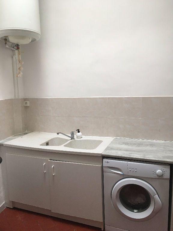 Appartement à louer 2 46.83m2 à Nîmes vignette-1