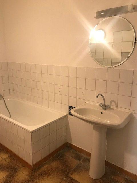 Appartement à louer 3 57m2 à Nîmes vignette-5