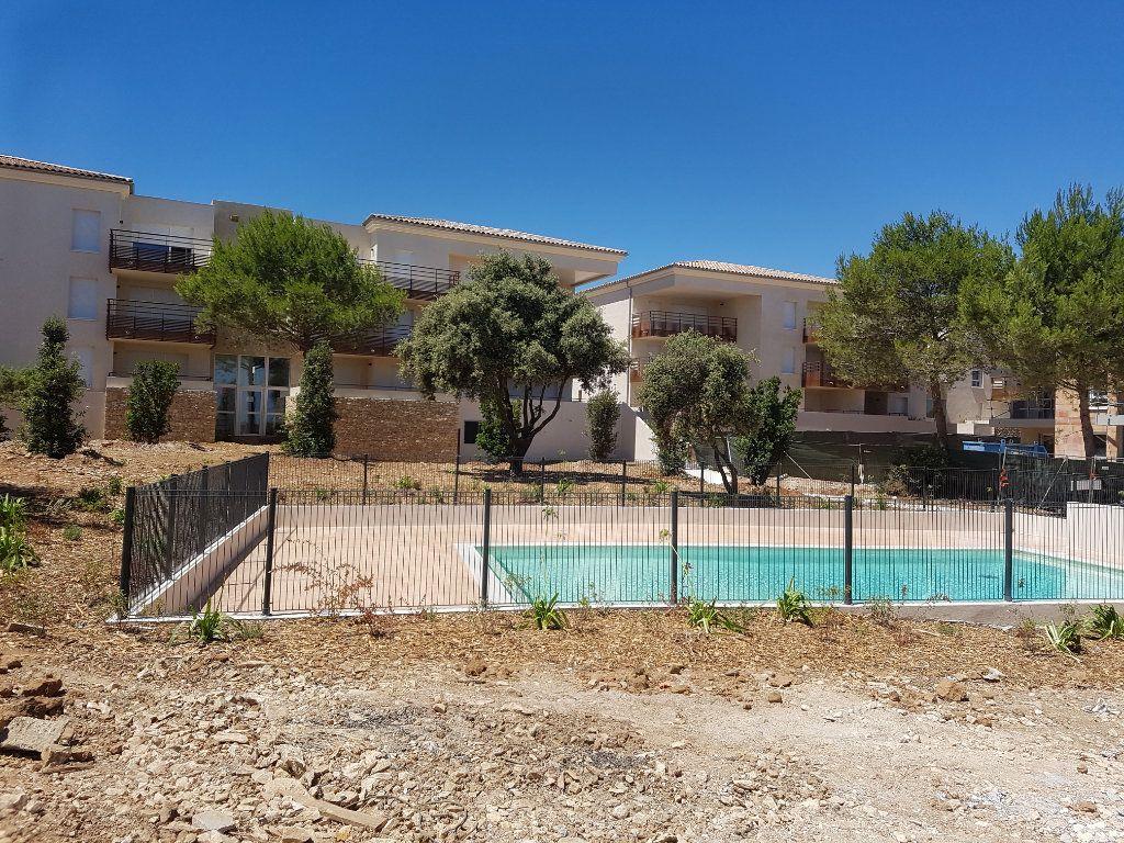Appartement à louer 3 65.28m2 à Nîmes vignette-1