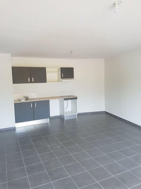 Appartement à louer 3 65.28m2 à Nîmes vignette-2