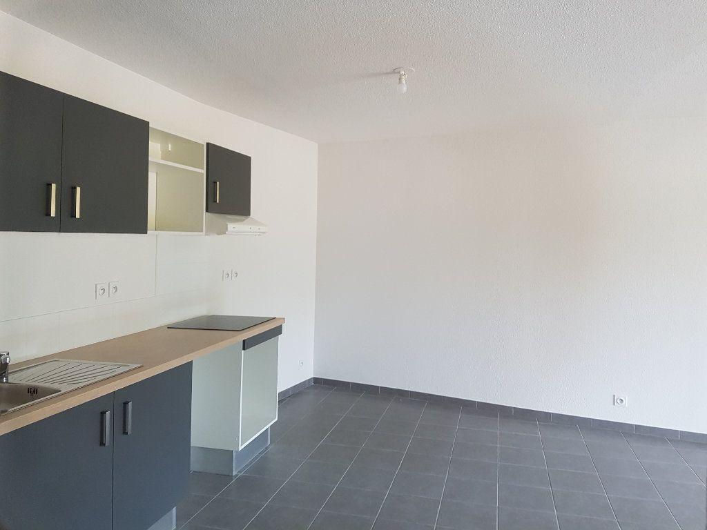 Appartement à louer 3 65.28m2 à Nîmes vignette-3