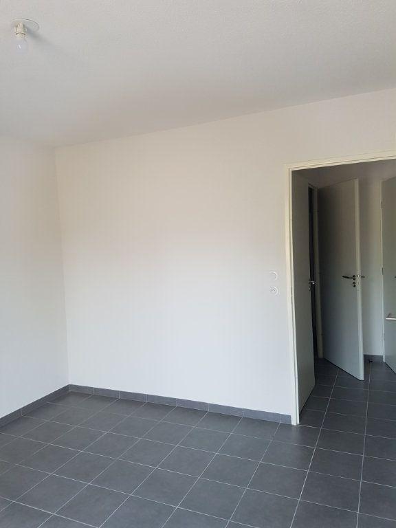 Appartement à louer 3 65.28m2 à Nîmes vignette-4